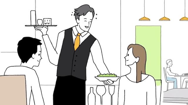 料理を提供するウエイター