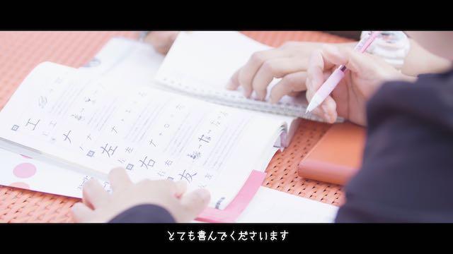 日本語を勉強する様子